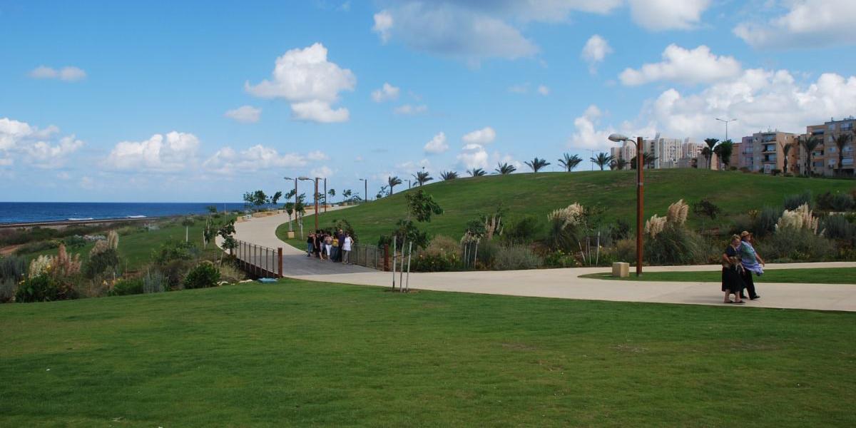 צמחיה בנ.לוטם בפארק הכט- מבט מרחוק